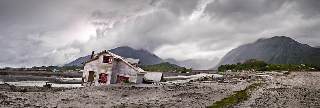 Casa y volcán © José María Mellado