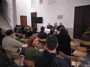 Presentación y firma del libro de la expo CLOSER por parte de su autor y el comisario Pablo Juliá
